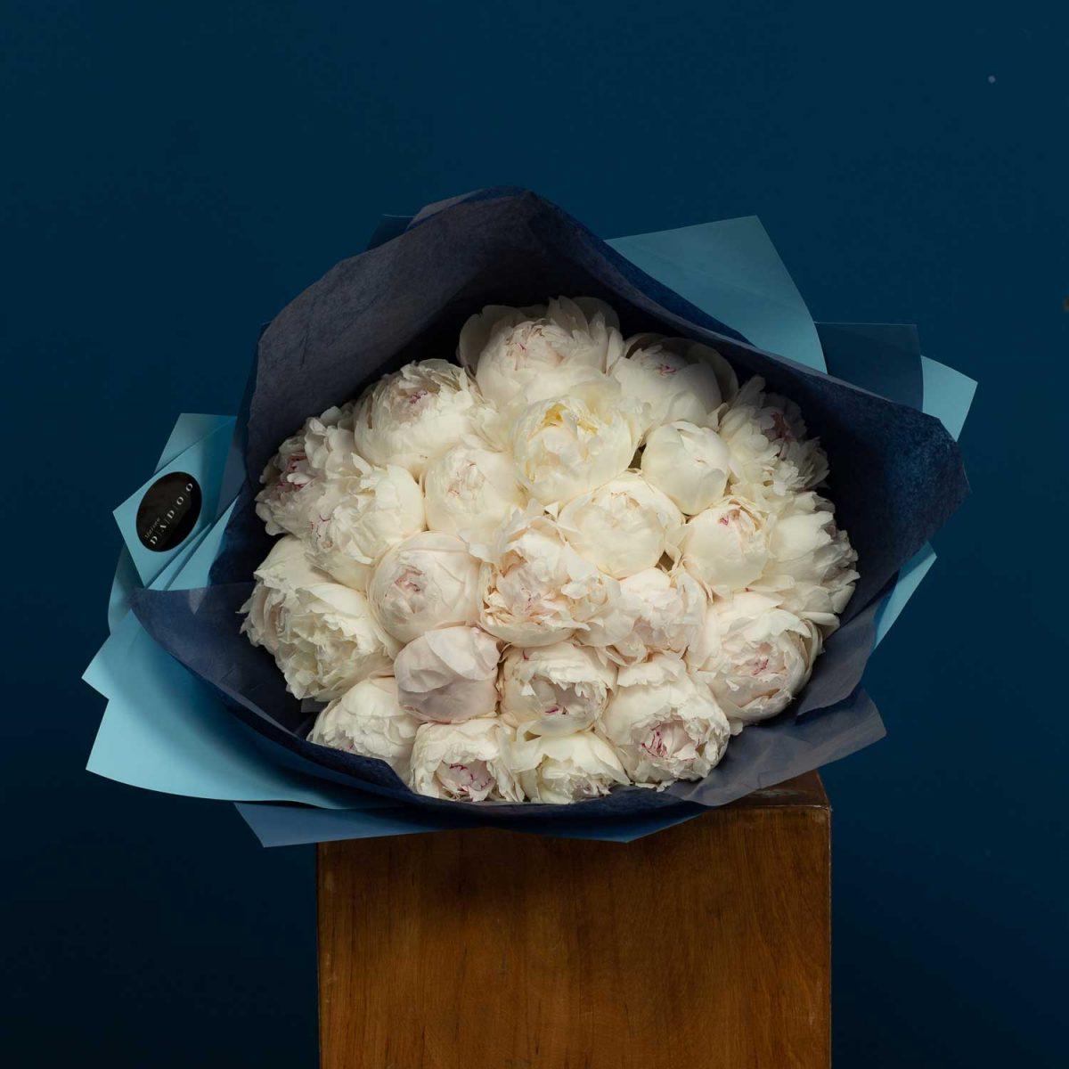 buchet-de-bujori-all-white-peonies-maison-dadoo-1500×1500-2-1200×1200